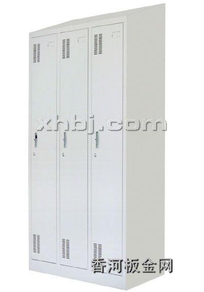 文件柜网提供生产斜顶三门更衣柜厂家
